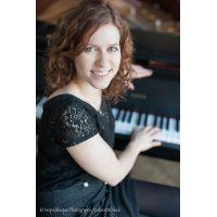 Sängerin und Pianistin für Ihr stimmungsvolles, gefühlvolles Event
