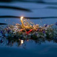 Flussbestattung - Beisetzung der Urne in heimischen Gewässer