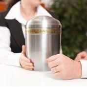 Bild von: Alternative Bestattung - Urne zu Hause