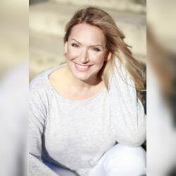 DELLUXE Freie Reden GbR - Katja Mitchell