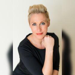 Sandra Sendelbach - Ihre freie Hochzeitsrednerin, Moderatorin, freie Rednerin