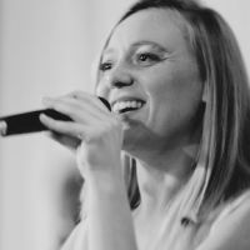 Sängerin Bine Trinker aus München (für Trauung, Hochzeit, Taufe, Trauerfeier / Beerdigung)